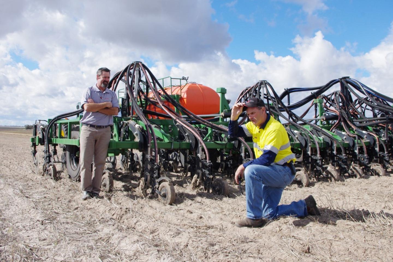 South Australian Ausplow dealer Ramsey Bros director Hamish Ward (left), Cummins, SA and Eyre Peninsula farmer Steve Glover.
