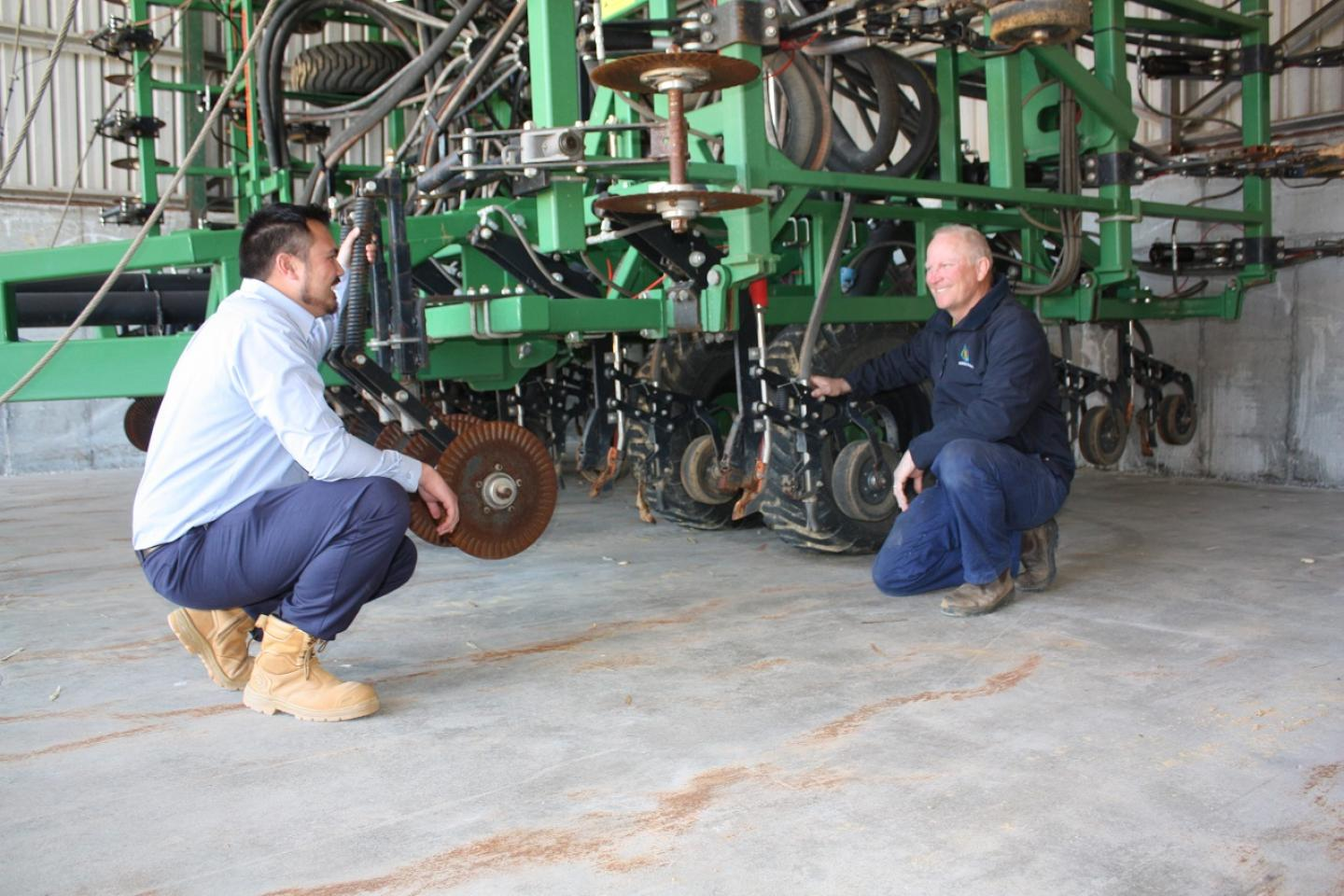 Boekeman Machinery Dalwallinu branch manager James Mitchell (left) and Buntine farmer Mike Dodd, discuss the Pro-D blades and leading coulters on Mike's DBS precision seeder.